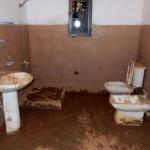 Den bruna randen visar hur högt vattnet stod i huset