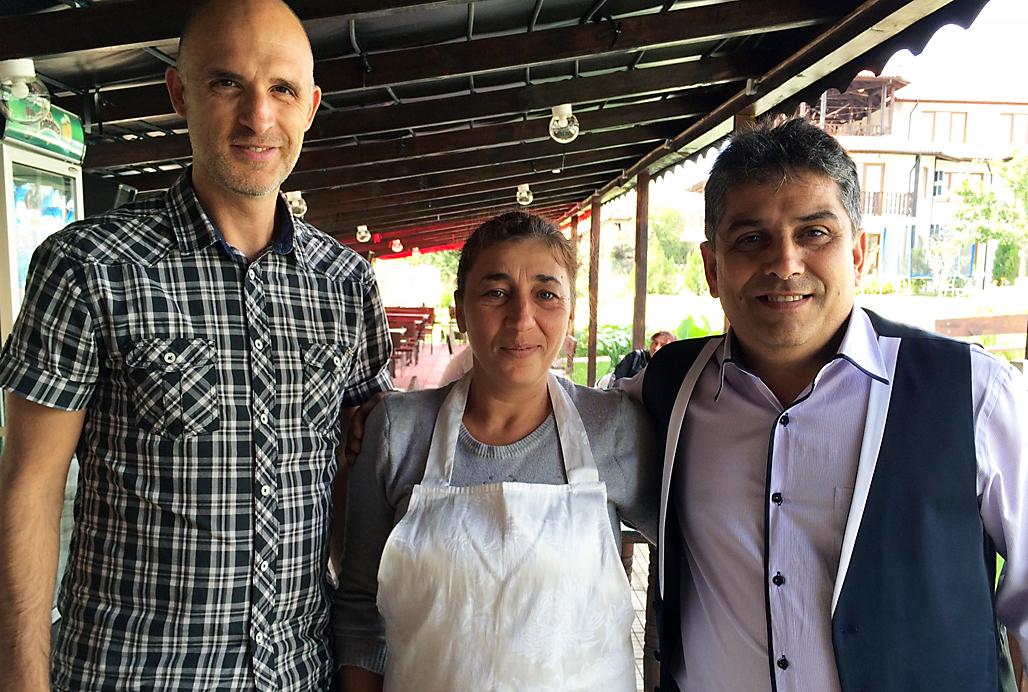Axynia med Stefan Stefanov och en man till_ bild till nyhet Team Roma skapar jobb